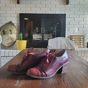 Restricted maroon heel shoes ribbon laces size 7